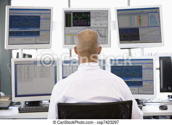 dall'aspetto, commerciante, multiplo, monitor, casato - csp7423297
