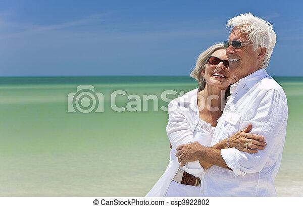 dall'aspetto, coppia, tropicale, mare, anziano, spiaggia, felice - csp3922802