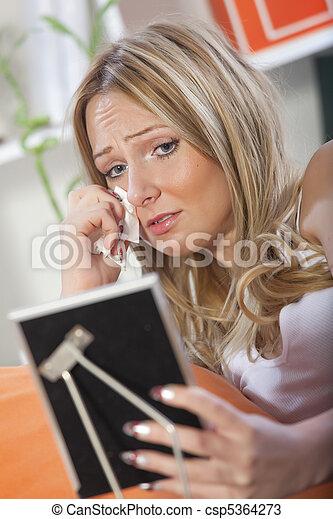 dall'aspetto, immagine, donna piange, incorniciato - csp5364273