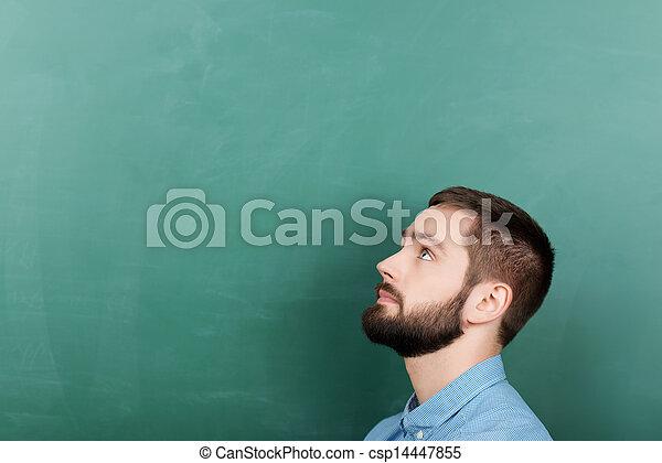 dall'aspetto, lavagna, su, contro, studente - csp14447855
