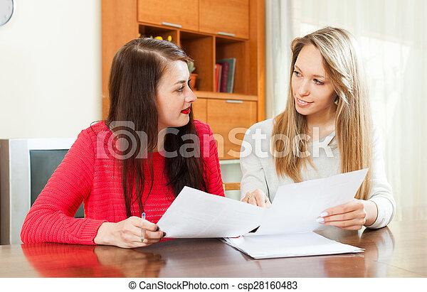 dall'aspetto, serio, documenti, finanziario, donne - csp28160483