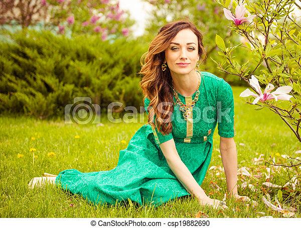 Señora en el jardín - csp19882690