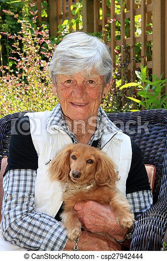 dame, elle, personne agee, dog. - csp27942444