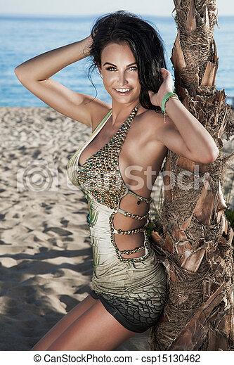 dame, poser, sourire, brunette, plage - csp15130462