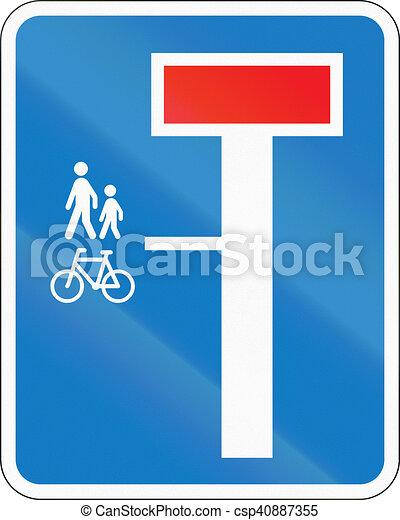 Señal de carretera danesa, no a través de la carretera excepto para peatones y ciclistas - csp40887355