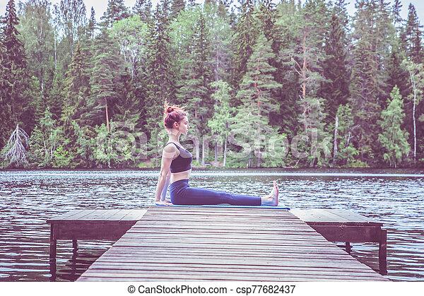 dandasana lifestyle yoga lake niña sentado