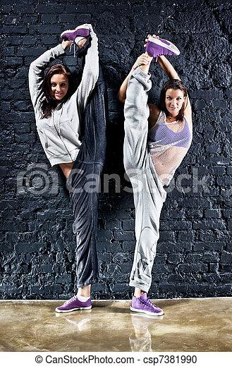 danseurs, deux femmes - csp7381990