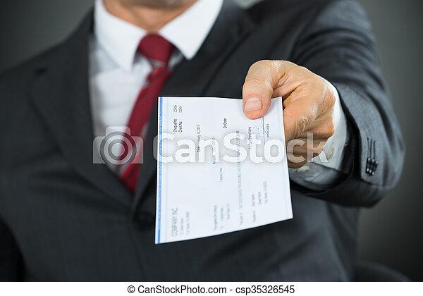 dar, hombre de negocios, primer plano, manos, cheque - csp35326545
