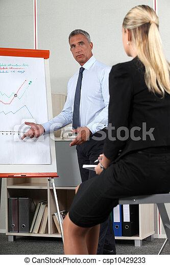 dar, sacudidela-mapa, homem negócios, apresentação, ajuda - csp10429233