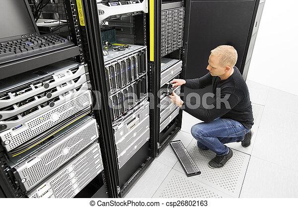 datacenter, ingénieur, harddrive, il, remplacer - csp26802163