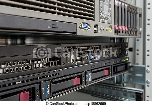 datacenter, pile, lecteurs disque dur, serveurs - csp18862669
