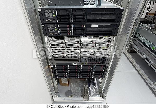 datacenter, pile, lecteurs disque dur, serveurs - csp18862659