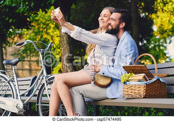date, selfie, park., couple, faire - csp57474495