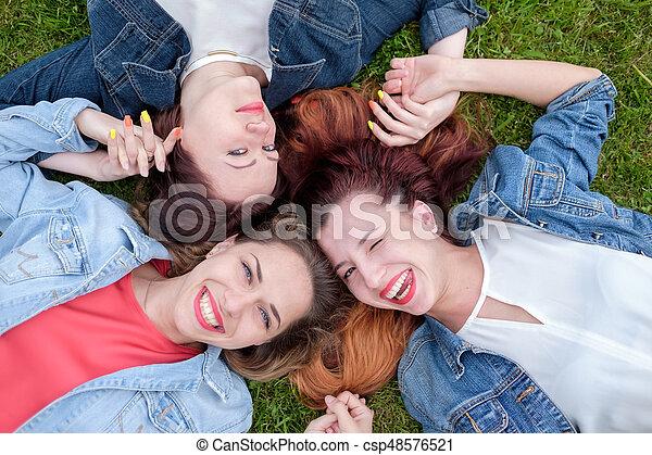 day., parc, amis, ensoleillé, heureux - csp48576521