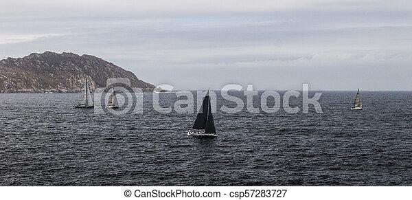 Barcos en un día nublado. - csp57283727