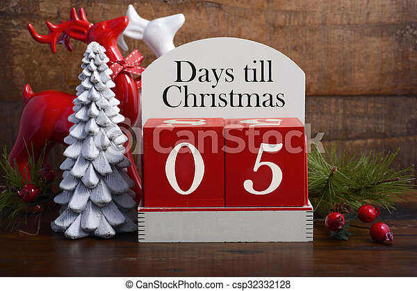 Days till Christmas calendar.  - csp32332128