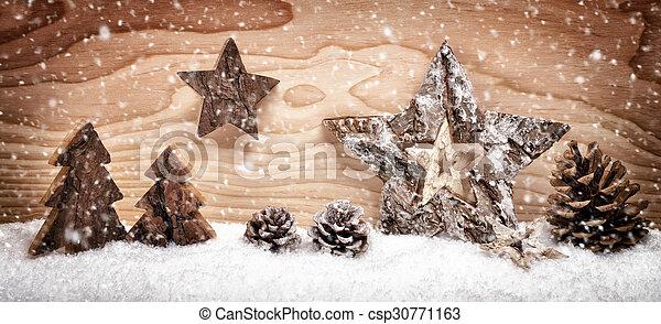 Un arreglo navideño con decoración de madera - csp30771163