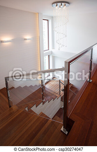 De madera, escalera, lujo, casa. Escalera, de madera, primer... foto ...