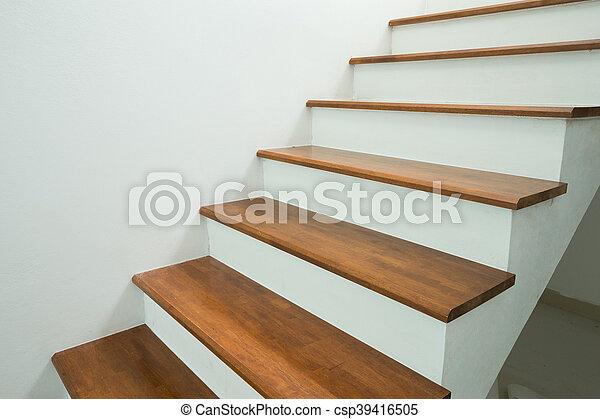 Escaleras de madera en casa - csp39416505