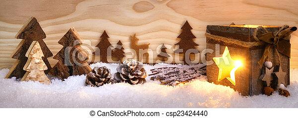 Un arreglo navideño con adornos de madera y linterna - csp23424440