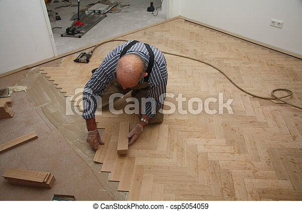Colocando pisos de madera - csp5054059
