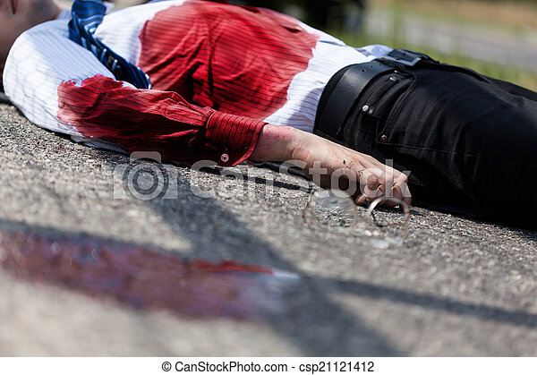 Dead man after car accident - csp21121412