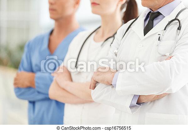 debout, assistance., réussi, image, médecins, bras, tondu, leur, seulement, traversé, ensemble, équipe, professionnel, monde médical - csp16756515