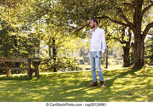 debout, dehors, séduisant, homme - csp30124961