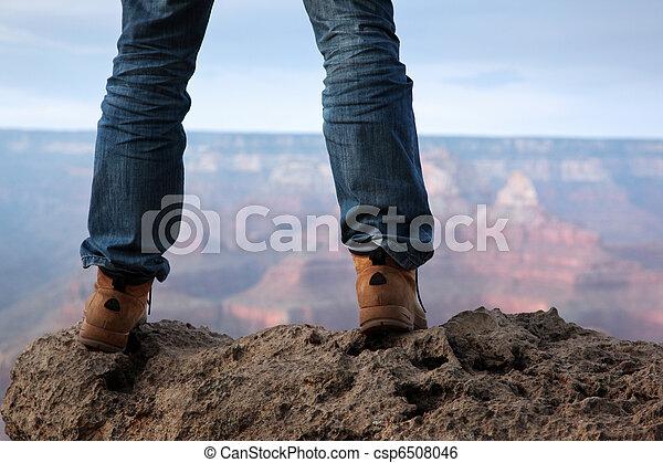 debout, pieds, bord, mâle, falaise - csp6508046
