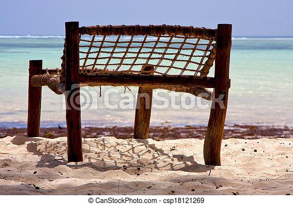 Asiento de mar en la costa de Zanzíbar - csp18121269