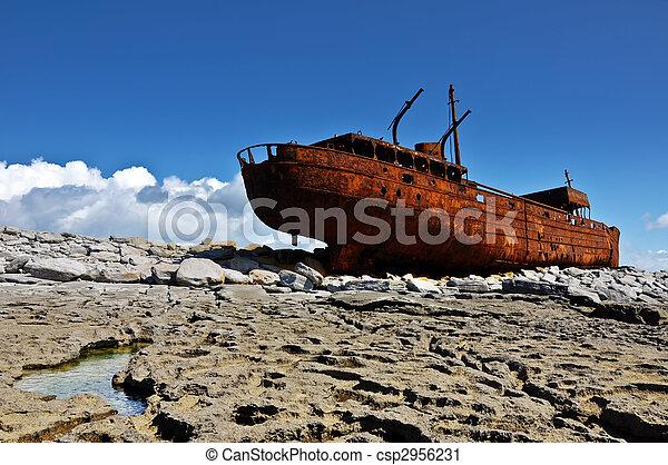 decay rusty old ship of the west coast ireland,aran islands. - csp2956231