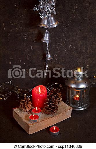 Decoración navideña con velas - csp11340809