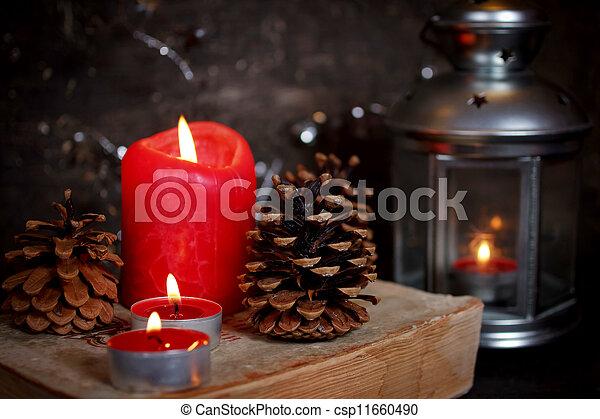 Decoración navideña con velas - csp11660490