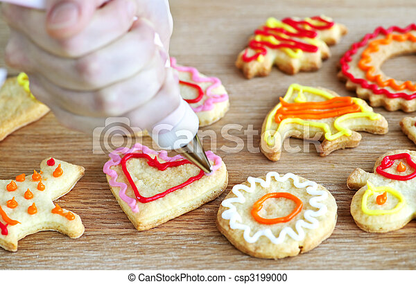 Decorando galletas - csp3199000
