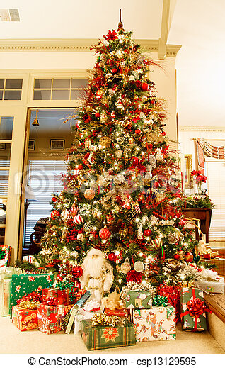 Decorated christmas tree and presents. A nice christmas tree in a ...