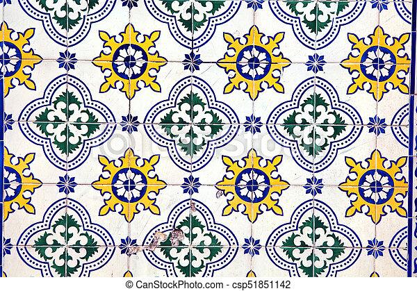 Tiles decorativos típicos, azulejos antiguos Lisboa, arte y decoración - csp51851142