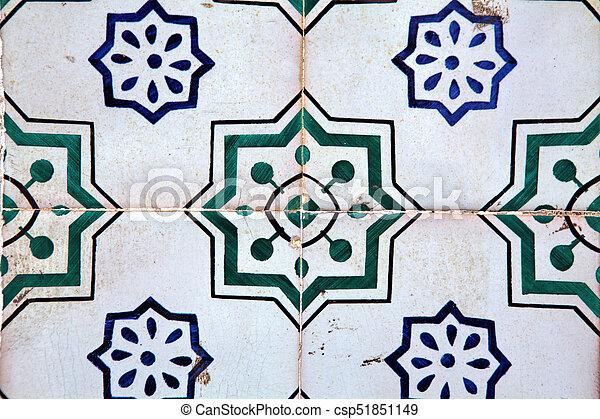 Tiles decorativos típicos, azulejos antiguos Lisboa, arte y decoración - csp51851149