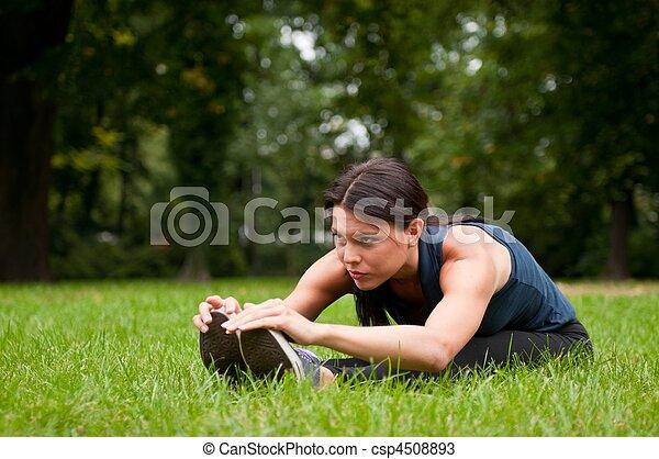 dehnen, frau, muskeln, jogging, vorher - csp4508893