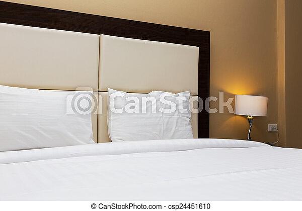 Dekoráció, lámpa, ágy, hálószoba stock fotográfia - Képek és fotó ...