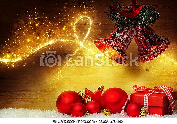 Weihnachtsdekoration mit Eiern und Glocken - csp50576392