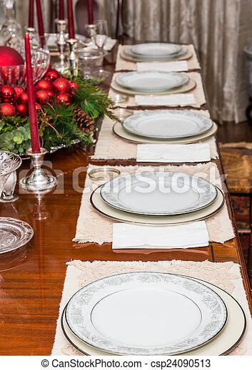 Porzellan Weihnachten.Dekoriert Tisch Weisses Porzellan Weihnachten