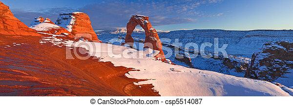Delicate Arch, Utah, Arches National Park  - csp5514087