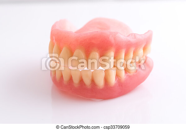 Dentadura completa de fondo blanco - csp33709059