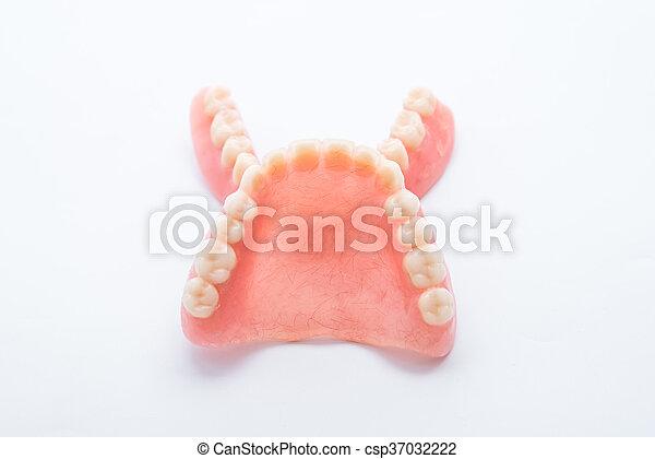 Dentadura completa de fondo blanco - csp37032222