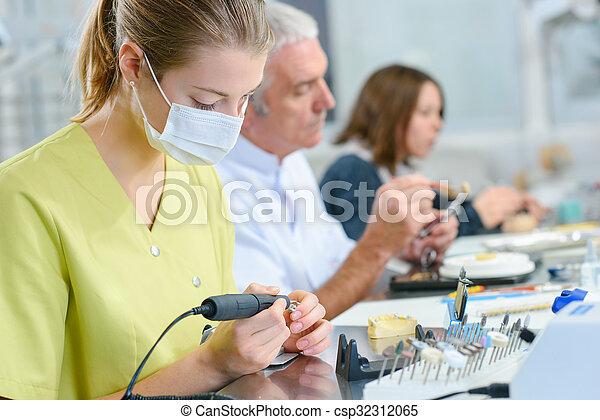 Dental assistant - csp32312065