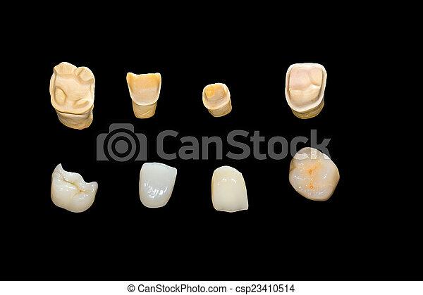 Coronas de cerámica dental - csp23410514