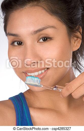 32c252a4b Dentes saudáveis. Dela