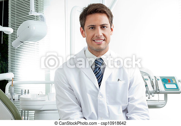 dentiste, mâle, clinique, heureux - csp10918642