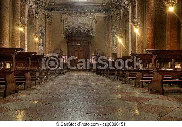 Dentro de una iglesia - csp6836151