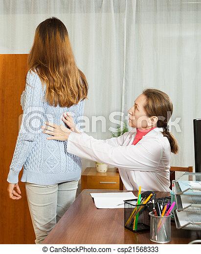 derrière, docteur, patient, femme, mûrir, toucher - csp21568333